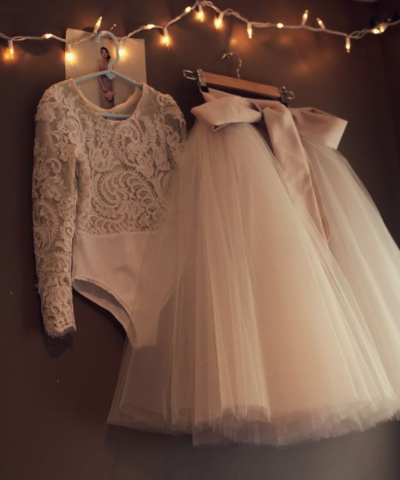 Cheap 2017 New Flower Girls Dresses For Weddings Jewel Neck Long Sleeves Lace Appliques Sweep Train Ball Gown Birthday Children Girl Pageant Gown