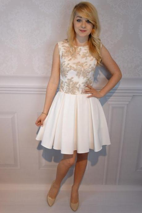 Elegant A-Line Jewel Sleeveless Short Homecoming Dress With Appliques