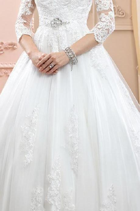 Ball Gown V-neck Court Train Lace Tulle Wedding Dress with Appliques Crystal Detailing,W685