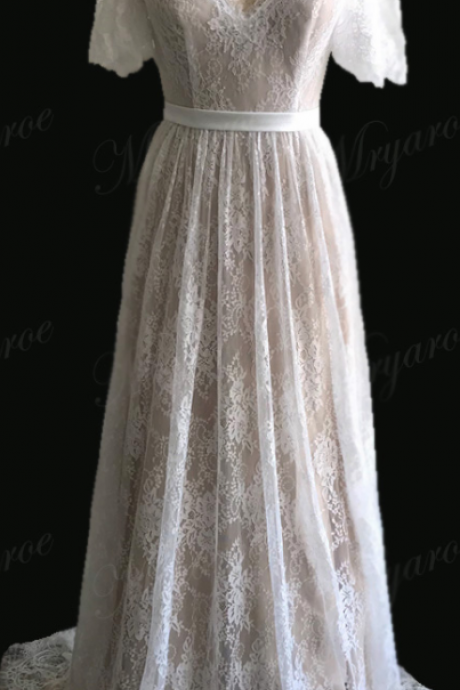 Delicate Lace Romatic Bohemian Wedding Dresses Keyhole Back Bridal Dress With Cap Sleeves robe de mariage 2018,W2419