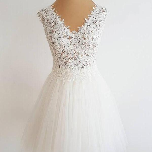 Floral Lace Appliqués Plunge V Sleeveless Short Tulle Homecoming Dress