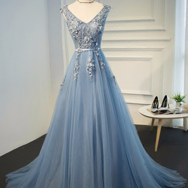 P3421 Charming Prom Dress,Blue Evening Gowns Dresses Plus Size Tulle Appliques Long Formal Dresses V Neck Lace Up Sleeveless